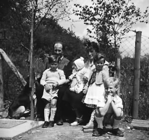 MomDadFamilyinPrum1956