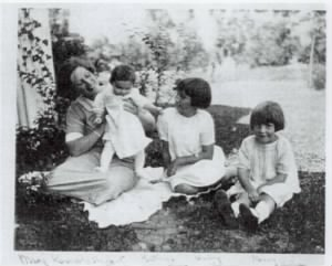 Mary Herbert Kennerly, with her daughters, Kathryn, Barbara and Mary
