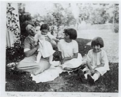 Mary Herbert Kennerly, with her daughters, Kathryn, Barbara and Mary - Fold3.com