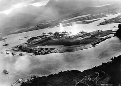 325px-Attack_on_Pearl_Harbor_Japanese_planes_view.jpg - Fold3.com