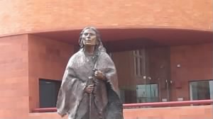 800px-MVI_2770_Sacajawea_statue_in_Fort_Worth,_TX.jpg