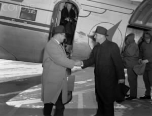 Vince Lombardi Shaking Hands with Dominic Olejniczak.jpg