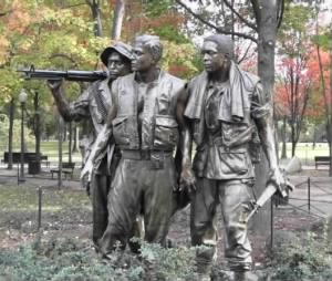 Three Soldiers Vietnam Memorial.jpg