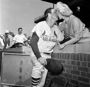 stanmusial and wife.jpg
